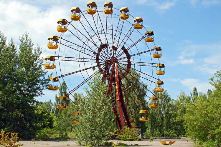 Abandoned ferris wheel in amusement park in Pripyat, Chernobyl