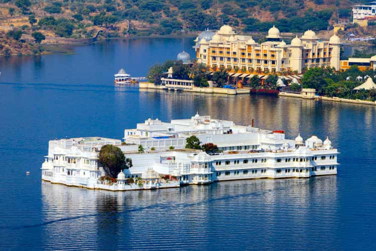 Lake Pichola and Taj Lake Palace , Udaipur, Rajasthan, India