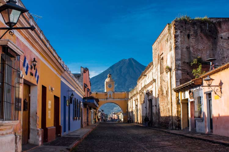 Web-St-Catarina-arc-and-volcano,-Antigua,-Guatemala
